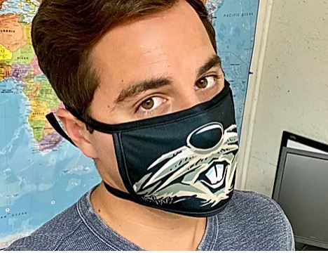 Surgical style face mask with tie straps